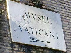 バチカン市国入り口の表示板