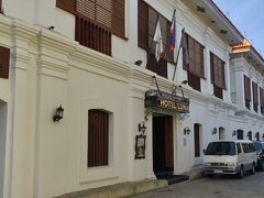 【Hotel Luna】   ビガンのホテルに到着しました。中世のスペイン風な雰囲気があります。  Luna Street, 2300 Vigan, Ilocos Sur (+632) 373-3333 https://hotelluna.ph