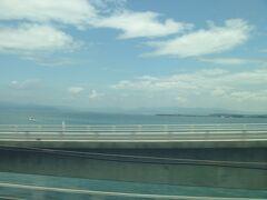 浜松~豊橋間の浜名湖の景色。 テンション上がる。