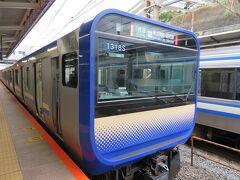 逗子駅に着きました。 11両で来た電車の後ろに4両増結します。
