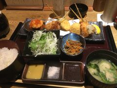 渋谷ストリーム3階 串屋でランチ 特選串揚げ定食! 揚げたてでおいしい。やはり揚げ物は揚げたて ご飯のお供の特製ふりかけもかけたから ご飯お代わりしてしまった・・・ 久しぶりに外食で生ビールを一杯。至福の昼ビール。