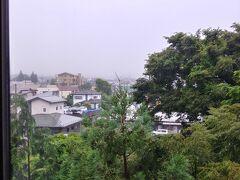 おはようございます 昨日遅かったので 07:00頃起床です 富士山ステーションホテル 8階からの眺めです 雨風強い