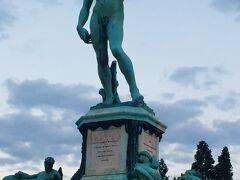 『ミケランジェロ広場』