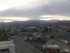 6:30 朝目が覚めて外を見ると、晴れてはいるものの雲が多かったです。