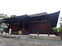 千本釈迦堂大報恩寺(本堂)(国宝で1227年に建立時のまま残っています。応仁の乱の戦火を逃れています。)京都市内最古の木造建築です。