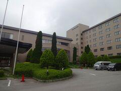 八ヶ岳ロイヤルホテルに到着します。  このホテルは初めてですが、最近某有名トラベラーさんのご旅行記で知ったので試してみます(笑)