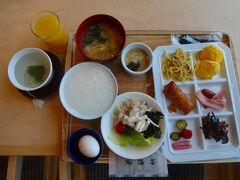 八ヶ岳ロイヤルホテルの朝食です。  コロナ禍で宿泊客も少ないのですが、ビックリしたのは半径20m以内に座って食事をされているのは7人、全ておひとり様です!  割と若い方が多いのでしょうが、このホテルもおひとり様の比率が高いようですーー。 (これでは日本の人口減るのは当然?でしょうかーーー)