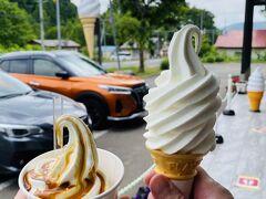 途中、赤井川村の山中牧場に立ち寄って、ソフトクリーム、280円。 何種類からか選べて、私はキャラメルソースがけにしました。 さらっとミルクのさっぱり系でかなり美味しかったです♪