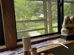 下山して、まいどやさんでお昼ご飯にします。 川沿いで風が気持ちよく、山寺の疲れを癒やしてくれます。