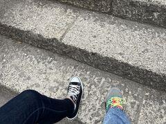 仙台から山形 山寺まで高速山形道使って車で1時間。 駐車場はたくさんありますが、私たちはまいどや食堂さんの駐車場へ300円で停めさせていただきました。山寺の入り口も近くておすすめです。  1,015段 はじめの一歩