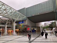 1<遠州鉄道 新浜松駅> 遠州鉄道は、浜松市の中心部と北部を結ぶ約18㎞の路線で、多くの人の通勤・通学の足となっている。ここは、その始発駅「新浜松」。