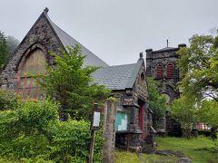 ホテルチェックアウト後は北関東最古の礼拝堂・・「日光真光教会」に寄り道。 1916年に創建・・重厚なゴシック式の石造りの教会です。