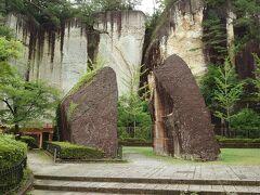 物語のありそうな岩があります。