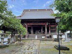 龍正院は、滑河山を本山とする天台宗の寺院。龍正院の本尊は十一面観世音で、坂東三十三所の第28番札所。本堂は銅板茅葺きで、17世紀後半に建てられた千葉県の有形文化財に指定されています。