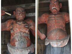 桃林寺  山門の左右に配されている「金剛力士像」と「密迹力士像」の仁王像は、現存する沖縄最古の木彫像で県重要文化財に指定されている。