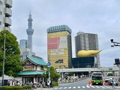 まずは、浅草駅から今戸神社へ行ってみようと思います! 招き猫で有名、そしてドラマ恋つづにも出てきた神社です。  駅前の交差点、アサヒビールのビルとスカイツリーが見える絶好の写真スポットです(^-^)
