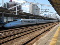そして福山城は新幹線からも見えることで知られています。 ということで、入場券を購入して新幹線ホームへ。