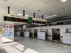 6時40分東武東上線の池袋ホームです。 目の前に泊まっている急行に乗って出発です。