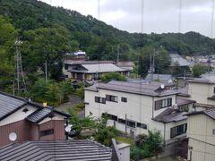 おはようございます 06:00前に起床です 磐梯熱海温泉きらくやさん 4階からの眺めです 雨は降ってないようですね