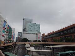 いつもの仙台駅から。 どんよりしてます。タイトルの「暗雲垂れ込める」はこの事じゃないですからね。  ああ、思えばこの企画は雪が舞う正月に企画したのに流れに流れて、ついに梅雨の季節に突入してしまった・・・
