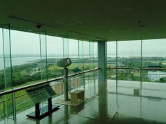 展望タワーです。入館料は300円で、ガーデンパーク四方が見渡せます。望遠鏡を使えば、もっと遠くまで見られます。天気が良ければ、富士山も見えるようです。