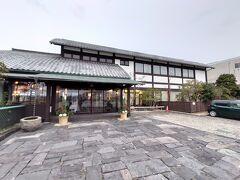 萩市内に入ってからも順調に進み、17時前に宿泊する雁嶋別荘に到着しました。