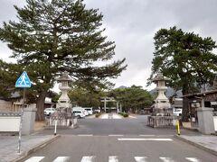 続いては吉田松陰の松陰神社。車を鳥居の手前左の駐車場にとめます。