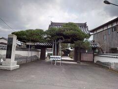 ここからは萩市内を車でぐるぐる回ります。まずはこちらの善福寺。駐車禁止ということで、家内と息子だけ中にお参りにいきました。