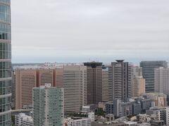 左に東京湾。