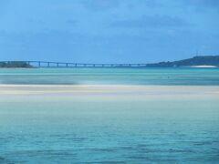 伊良部大橋から来間大橋が見えます。