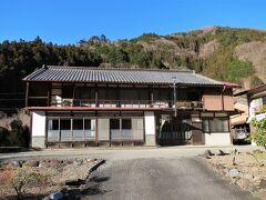 日向雨沢大橋から歩くこと3分、本日の宿「民宿おかしら」に着きました。     一人旅だからでしょうか、チェックイン時に宿泊代8000円を請求されました。信用されていないのかな~?民宿では初めての経験です。  ■民宿おかしら  http://www.okashira.com/main.html