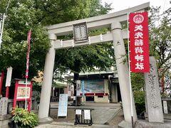 続いて、矢先稲荷神社へ。 浅草神社から徒歩で約15分です。