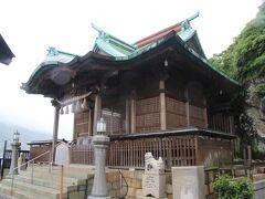 こちらが和布刈神社本殿です。和布刈神社の創建は古く仲哀天皇9年(西暦200年)と伝承で伝えられています。神功皇后の三冠征伐成功後に建立されたそうです。現在の本殿は1767年に建てられたものだそうです。