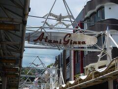 「熱海銀座商店街」へと向かい、ランチのお店を探します。 臨時休業しているお店も多く、ちょっと閑散とした雰囲気でした。