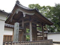 歩いて数分で早雲寺というお寺があります。北条五代のお墓があり、境内に入れます。