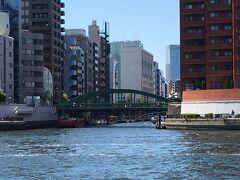 あちらに見えるのは隅田川に流れ込む神田川、その最終地点に架かる柳橋。