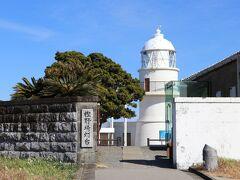 <大島 樫野崎灯台>日本最初の石造灯台で1870年(明治3年)に点灯しました。アメリカ他4か国と江戸条約で建設が決められた全国8灯台の一つです。