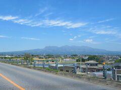 埼玉県北部の実家から一般道(17号線)で四万温泉に向かいます 右手には赤城山