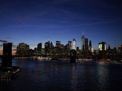 マンハッタン橋からブルックリン橋を望む。