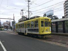 路面電車に乗って出島へ行ってみます。昨日の軍艦島のガイドさんの話では、長崎の路面電車は全国唯一の黒字路線だとか。市民の方が多く利用されていました。