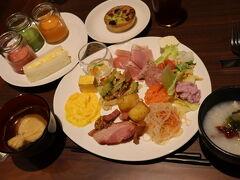 ハイアットで朝食^^ スムージーやキッシュ。 沖縄グルメ、和食、洋食。 種類も豊富で嬉しい♪そして美味しい~ 満腹になり少し買い物でTギャラリアに!!また~