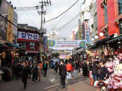 ●南大門  ソウルに来たならここも外せない場所ですね。 南大門、ナンデモンです。