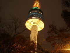 ●ソウルタワー  夜は、ソウルタワーに出かけました。 ソウルのシンボルですからね。 ここは外せないですね。