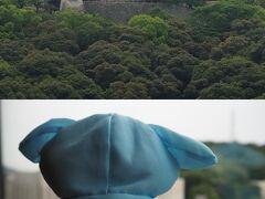 おはようございます。 ホテルの窓から松山城を眺めながら、お天気を心配している照ちゃん。 今日は、サイクリングで内子、大洲を回る予定なので晴れて(いや、雨は降らないで欲しい) お願いね(^_-)-☆