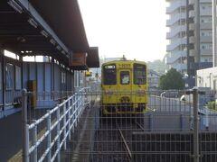 そして始発列車の終点の伊万里駅で運賃460円を払って下車。3か月前の4月に伊万里~佐世保は乗ったので、これで松浦鉄道も制覇出来ました。 その後、線路は寸断されたJRの伊万里駅から写真の車両に乗車。