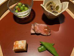 本日の旅館に帰り。 夕ご飯です^^ 錦水館と迷いましたがこちらの方が お料理がおいしそう~~~と勝手な解釈で。