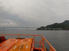伊王島大橋が見えてきた。 橋の右が沖ノ島、その奥に伊王島。