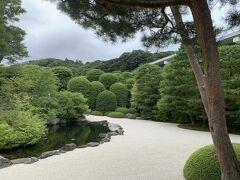 そんな日本一の庭園がこちら。 これを見た瞬間、入場料が高い理由が分かった。 この手入れには相当お金がかかるでしょう。
