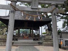 文学記念館を出るとすぐに、八百富神社の遥拝所。 竹島には八百富神社を含め5つの神社がありますが、 そこまで行けない人はここで参拝できます。