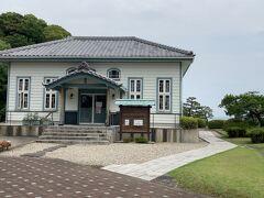波辺に行く途中にある海辺の文学記念館